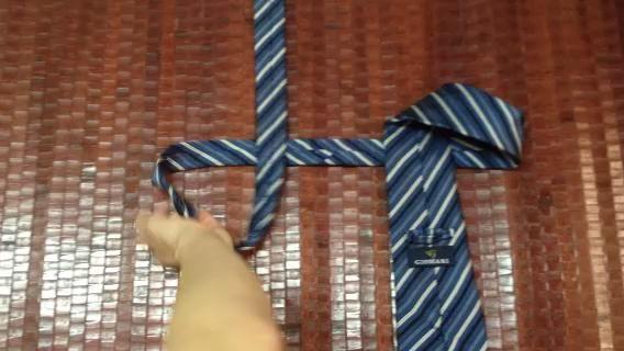 Vea el video para saber cómo atar un lazo en 10 segundos.