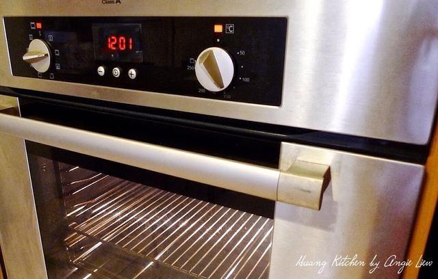 Precaliente el horno a 150 grados C (300 grados F).