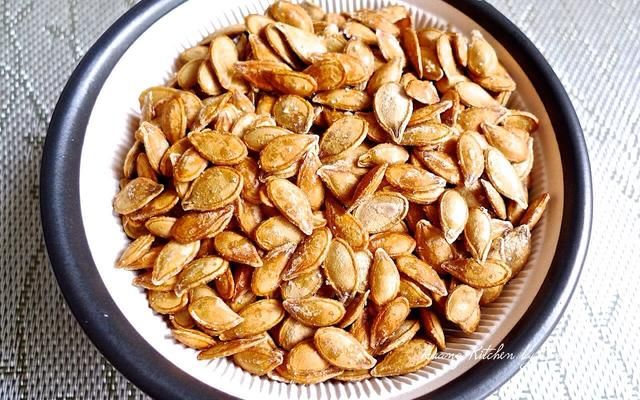 Y tú're done! These crispy toasted pumpkin seeds can be eaten whole or crack to remove the inner seed.