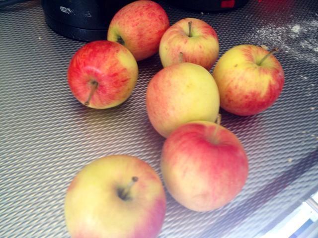 Pelar la fruta, que utiliza las manzanas.