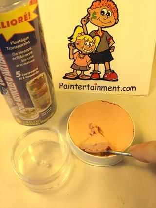 Yo uso este mismo método para transferir toda mi 2,5 oz Kryolan pinta a los frascos de rosca juntos que yo los utilizo de. Usted puede encontrar estos, además de cajas de paletas y contenedores de recarga en paintertainment.com!