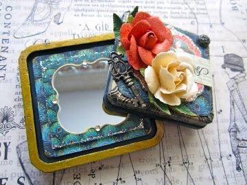 ¡Ahi tienes! Una bonita espejo compacto.