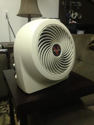 He comprado un calentador Vornado por alrededor de $ 30 a partir de'Woot' and if it gets a little hot during the summer I pull out a fan. Ive considered installing a ceiling fan/light but have yet to execute on it
