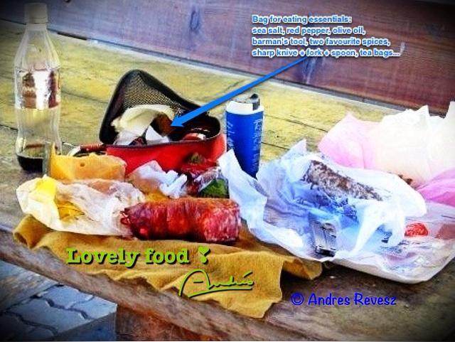 Puesto que usted va a estar fuera y sobre un montón, llevar una pequeña bolsa con los elementos esenciales de comer / cocina, personalizado a su gusto! Usted puede comprar productos locales y vino de la tierra a precios de mercado y comer magníficamente!