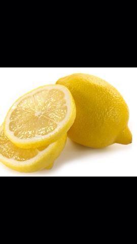 Y, por último, para las cicatrices, y mi favorito .. usted puede usar jugo de limón. Esto ablandará las cicatrices y aclarar el color de la piel. Utilice directamente sobre la cicatriz o con aceite de oliva.