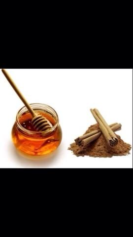 Con puntos blancos también se puede utilizar la miel con canela o bicarbonato de sodio pasta como se discutió antes.