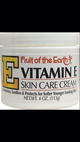 Crema de vitamina E se aplica todos los días ayuda a suavizar las cicatrices para que sean menos perceptibles. Haga esto para siempre. Una vez que se detiene, la cicatriz se endurece de nuevo.