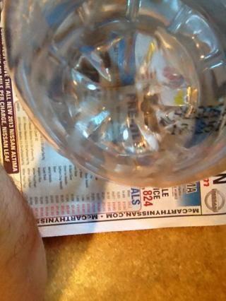 El agua debe ser lo suficientemente claro para ver un periódico en la parte inferior de la botella cuando se llena de agua. Si no es que claro, debe ser tratado - lo siento, otra guía en el futuro.