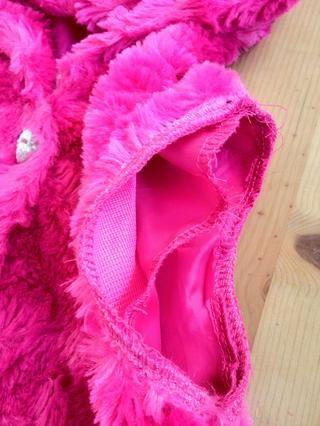 Éste requerirá un poco de hilo de color rosa y la costura debido a la capa de satén segundo dentro. Pero's just a little bit and should not take too long at all to just close that up ��