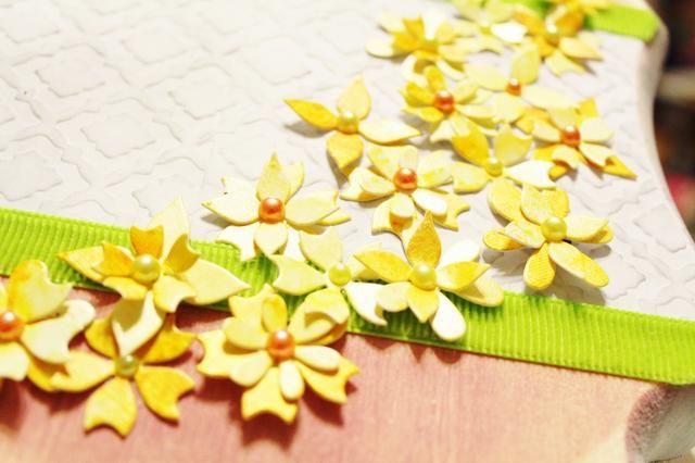 añadir perlas en los centros de flores para acabar con ellos ...