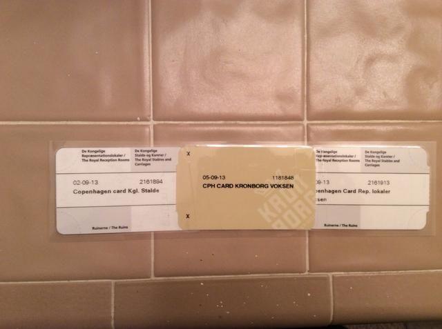Espaldas de entradas, grabados (también ya laminada aquí). Tome billetes preparados para una tienda de papelería, imprenta, o FedEx y poner a través de la máquina de laminación.