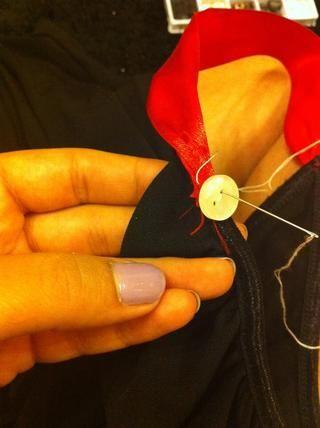 Ahora empezar a diseñar con bottons cosiendo ellos.