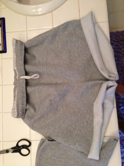Cómo convertir tu viejo Sudores En lindo, cómodo, pantalones cortos!