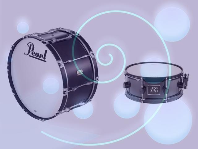 A BOMBO tiene un sonido muy bajo, mientras que un TAMBOR tiene un sonido de alta. Son los llamados instrumentos de percusión. Se pueden utilizar para hacer un golpe.