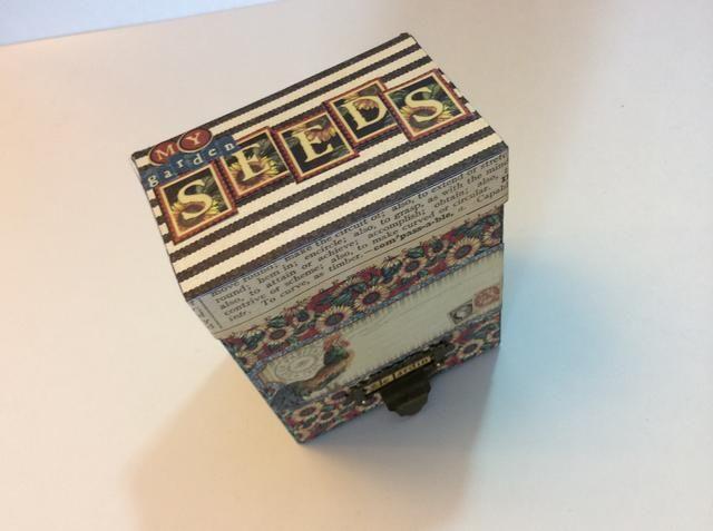 Embellecer y caja etiqueta si lo deseas. Use una combinación de pegatinas, cartas, misceláneos. Hardware, etc.