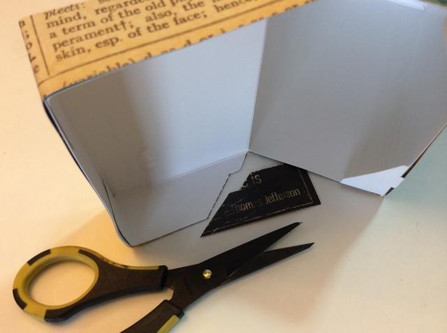 Cortar las piezas de sobreendeudamiento en los lados.