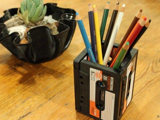Cómo upcycle un casete en un titular de lápiz