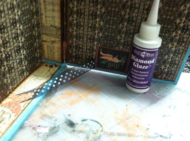 Debido a que la tapa de la caja se abría todo el camino y haciendo que el papel de roer, hice bisagras en el interior usando cinta adhesiva adjunta con Diamond Glaze.