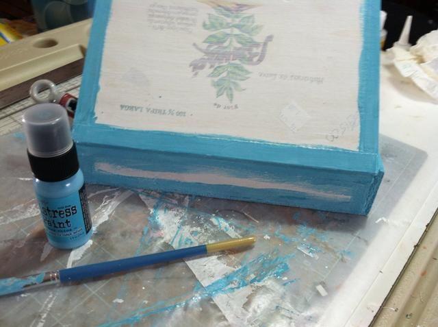 Broken China, pintura de socorro sólo es necesario en los bordes que pueden mostrar porque la caja se cubrirá con papel.