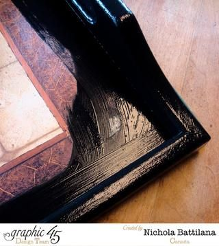 Pinte la bandeja con acrílico negro. Usted don't need to cover the entire surface, but extend the painted area slightly to help hide any wobbly edges.