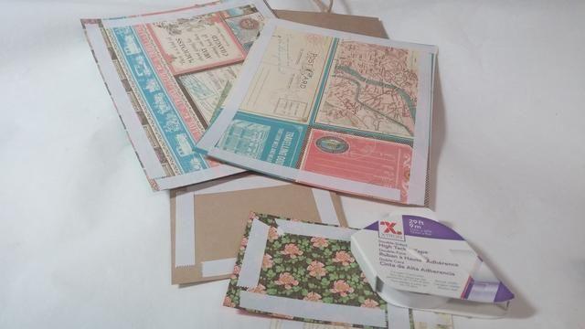 Añadir cinta de doble cara en la parte posterior de sus piezas de papel.
