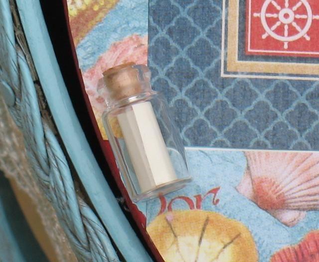 Añadir la nota a la botella y péguelo en una esquina de la tapa de la canasta.