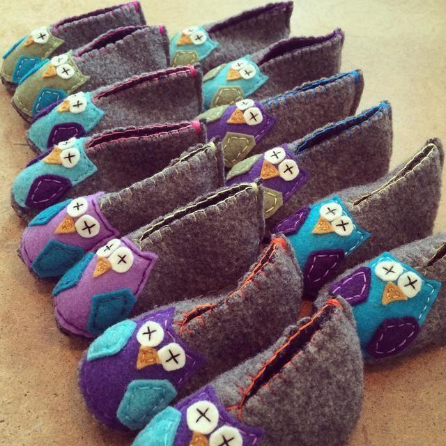 Aquí están mis gran cantidad de botines de búho hecho. Ellos're fun and one-of-a-kind handmade cuteness.