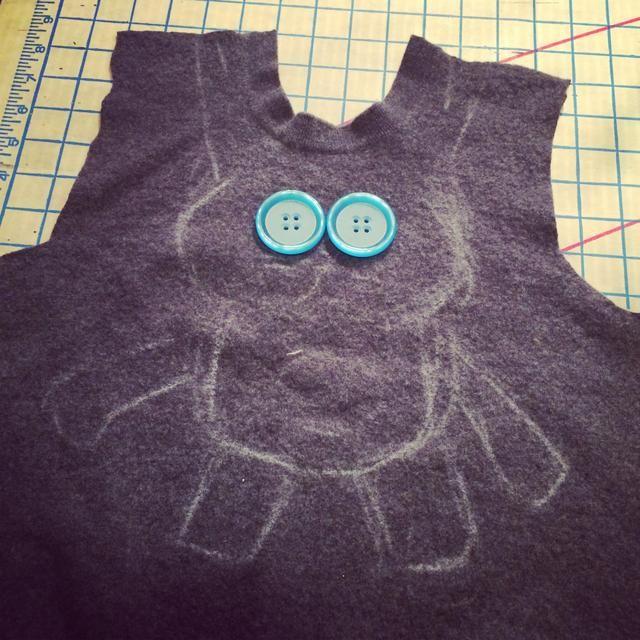 Diseño de un patrón. Esbocé un conejito luego recorté un frente y la parte posterior de mi conejito stuffie.