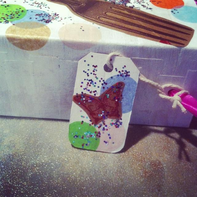 si tu're feeling even more crafty, why not make a gift card out of the cereal box top you removed in the beginning. :-)