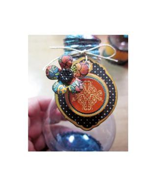 Para este mini florero utilizado el Gráfico 45 Steampunk Hechizos pegatinas, aglomerado y flores para embellecer.