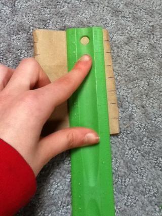 En el otro lado del tubo marcar cada media pulgada. No en todos los tubos.