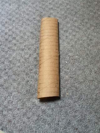 Si usted tiene una marca de tubo de toalla de papel cada 1/2 de pulgada de la misma manera y corte
