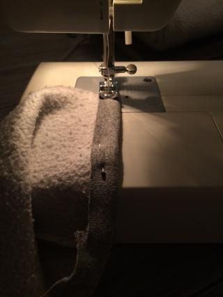Pin y coser el interior de la campana para terminar parte delantera.