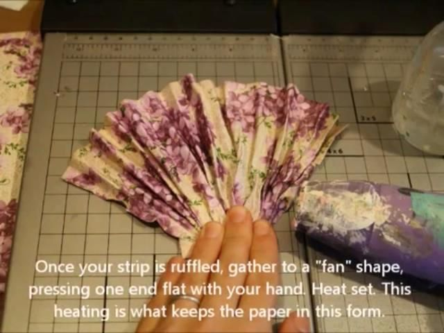 Una vez que todos plisada reúnen un extremo y se aplanan. A continuación, calentar establecido. El calor hará que la estancia de papel en la forma una vez seco.