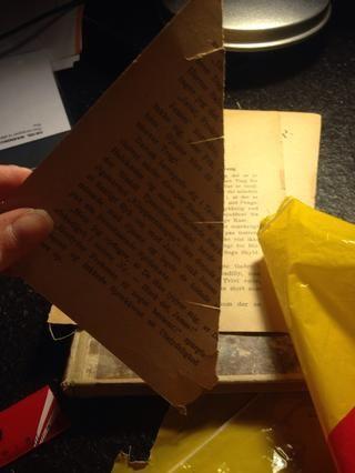 Ahora para la tapa, si la papelera tiene una. La mía tenía bordes redondeados, así que tuve que cortar el papel así ...