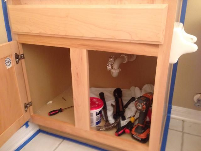 Siga las instrucciones del kit de muebles Oleum transformaciones. El primer paso es utilizar el limpiador y scrubbie verde en la casilla correspondiente, espera a que se seque, y luego comenzar a pintar.