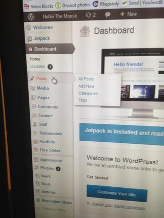 Acceda a su panel de control final Wordpress atrás y haga clic en el botón Mensajes en el menú.
