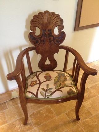 Podría ser una buena idea para tratar su silla con Scotch Guardia u otro protector de tela. Disfrute de su silla recién tapizado!