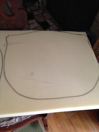 Haga un bosquejo de su patrón de papel sobre la espuma.