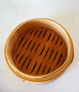 Coloque las dos secciones en el fregadero con agua corriente y disfrutar completamente todas las secciones de la vaporera.