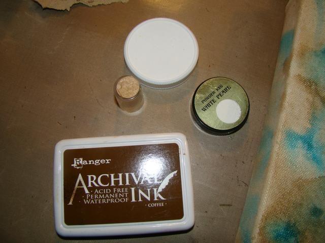 Selle el uso de diferentes tapas de tamaño que ha tendido alrededor de su sala de arte en tinta marrón arcival