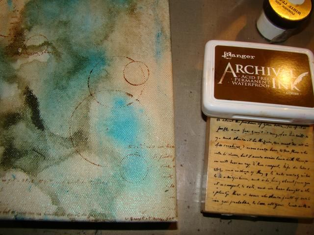 Una vez más, usando mi tinta de archivo marrón Pisé azar mi sello guión.