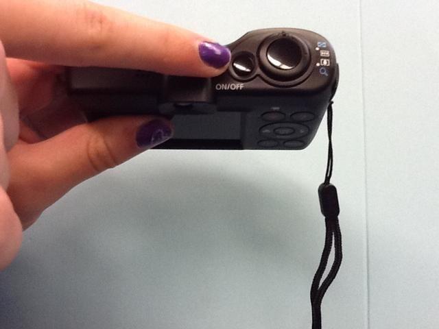 Este es el botón de encendido y apagado. Pulse una vez.
