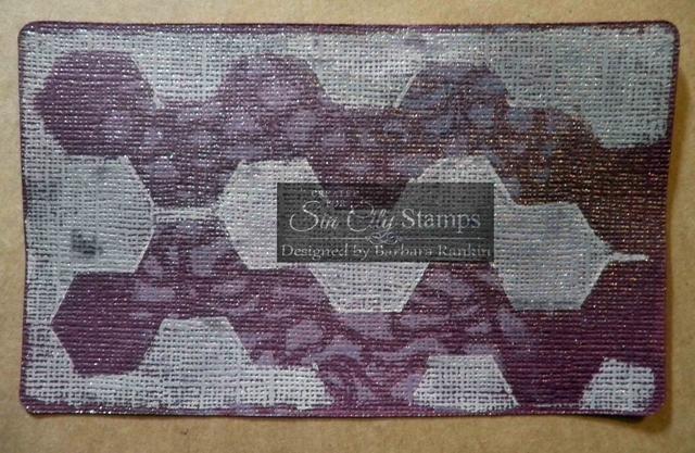Rocíe Dewberry atisbo niebla sobre tarjeta de orquídeas stock. Una vez seco, fondo sello de Sellos Sin City metal Madness establecidos con Dark Brown tinta tiza (no se muestra).