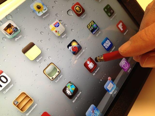 Usted puede hacer todo lo que puedes hacer con el iPhone, pero más grande !!! Aplicar la punta suave entre las aplicaciones y pase de distancia. Escriba distancia en el teclado, hacer dibujos increíbles. Compre en etechparts.com.