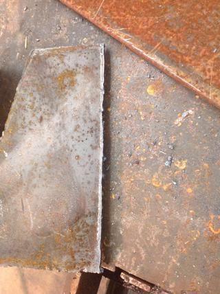 Esto es lo que su corte debe ser similar, dejar que el metal se enfríe antes de manipularla.