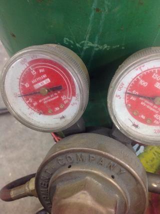 Establezca su acetileno a entre 7.5 psi (libras por pulgada cuadrada).