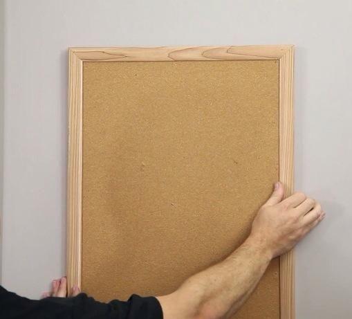 ... Simplemente colgar su marco o cuadro en la pared.