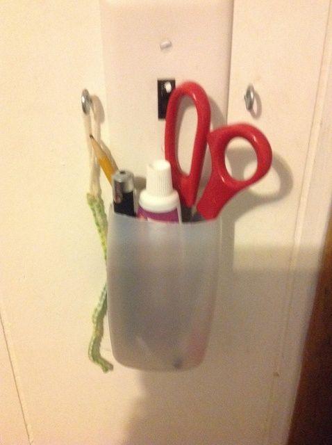 Fotografía - Cómo utilizar una botella de champú vacía como Titular de lápiz