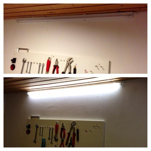 Os adjunto una luz de neón a la pared para tener un poco de luz brillante y directo durante el trabajo.